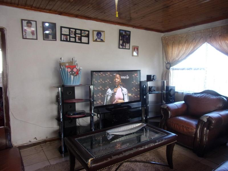 House For Sale in Mlungisi, Mlungisi
